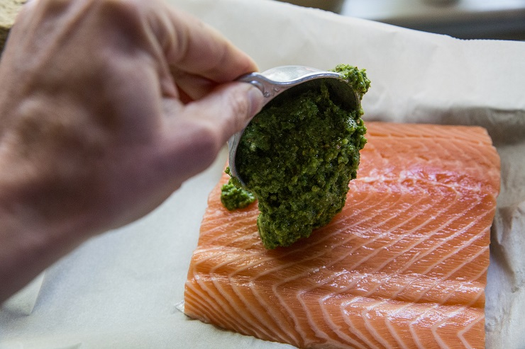 How to Make Pesto Salmon in Parchment Paper