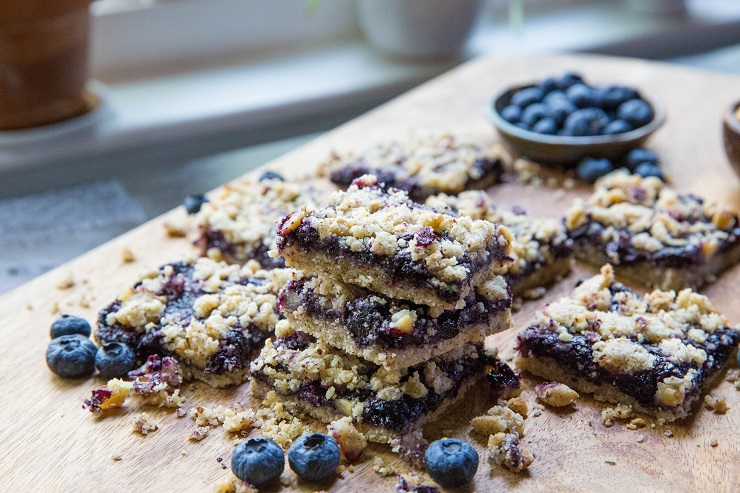 Paleo Blueberry Crumb Bars - grain-free, refined sugar-free, dairy-free made with almond flour, coconut oil and pure maple syrup   TheRoastedRoot.net
