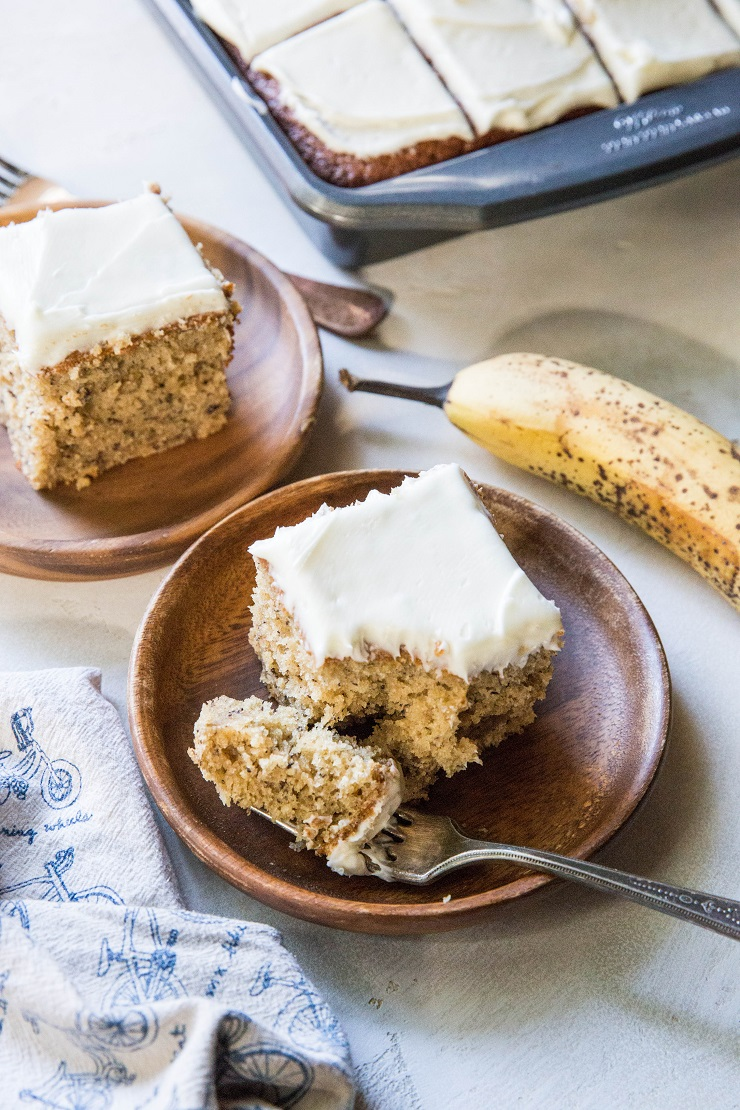 """Grain-Free Banana Cake with Cashew """"Cream Cheese"""" Frosting - made with almond flour, tapioca flour and pure maple syrup for a healthy dessert or breakfast recipe #paleo 