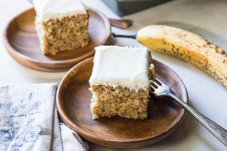 """Paleo Banana Cake with cashew """"cream cheese"""" frosting - grain-free, refined sugar-free and healthy enough for breakfast! 